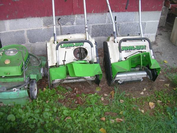 Photo lot of lawn boy stuff for parts or repair 2 snow blowers 1 mower - $40 (whiteford)