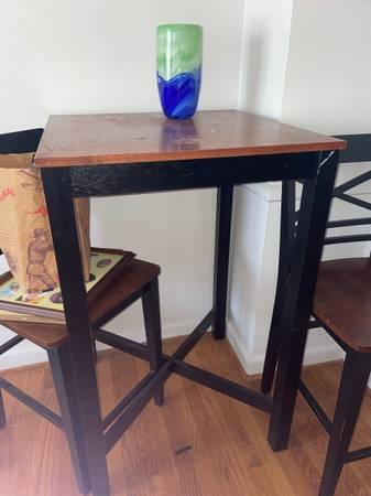 Photo pier 1 hightop table - $70 (Towson)