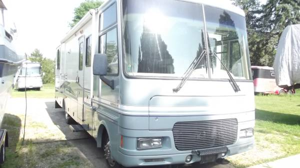 Photo 2000 Fleetwood Southwind 32V - $9,950 (Hastings)