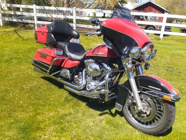 Photo 2010 Harley Davidson Electra Glide Limited - $10,500 (Hickory Corners)