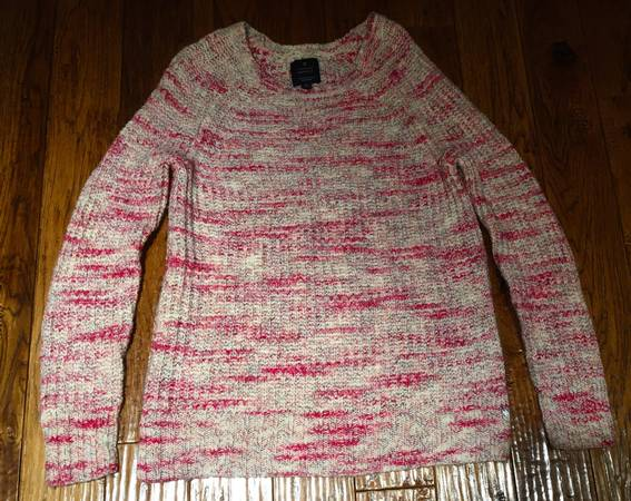 Photo American Eagle Outfitters Size Small Jegging Pink Sweater - $10 (Marshall, MI)