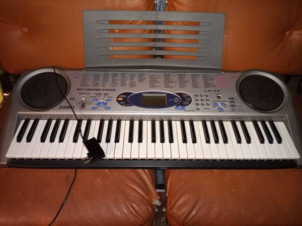 Photo Casio LK-43 Electric Keyboard - $60 (Grand Rapids)