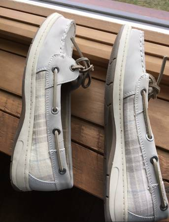 Photo Croft  Barrow Comfy Loafers Women39s Shoes. Size 7 12 Med - $5 (Marshall, MI)