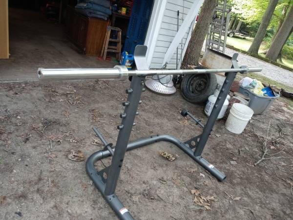 Photo Golds gym squat rack wbar - $100 (Michigan City)