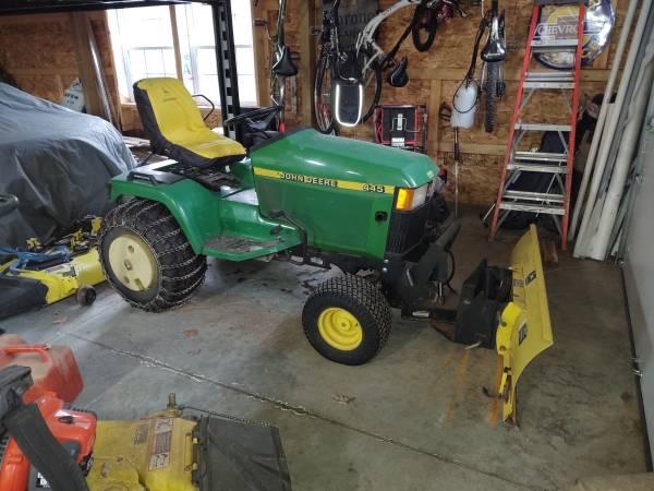 Photo John Deere 445 Compact Lawn tractor - $5500
