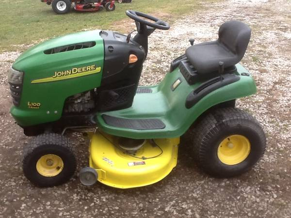 Photo John Deere L100 42quot Lawn tractor mower some trades Ok - $450 (Bellevue)