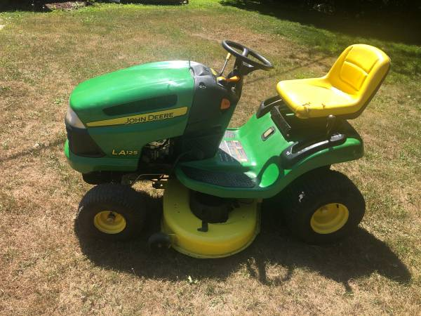 Photo John Deere LA125 Lawn Tractor  Riding Lawn Mower - $650 (Jackson)