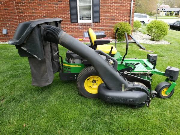 Photo John Deere Ztrak 717a commercial Zero turn lawn mower  bagger system - $4,300 (Jackson)