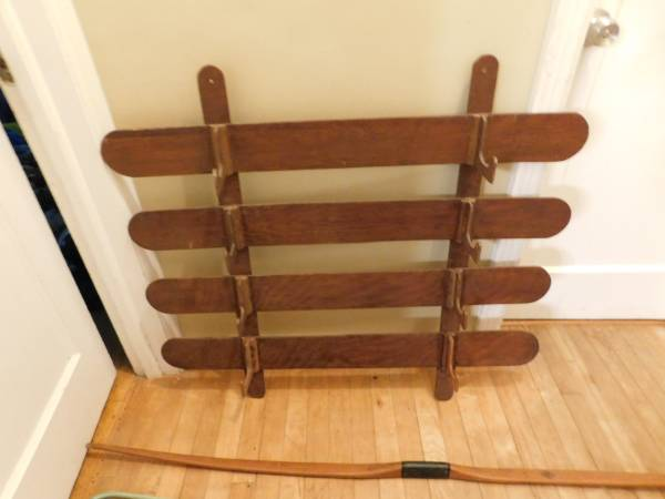 Photo Light duty wooden Recurve bow wall rack - $50 (Grandville)