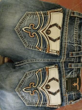 Photo Mens 3032 Rock Revival pants - $50 (Grand Rapids)