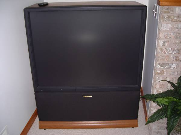 Photo Mitsubishi VS-4544 Rear-Projection Big Screen TV 45quot - $60 (Laingsburg)