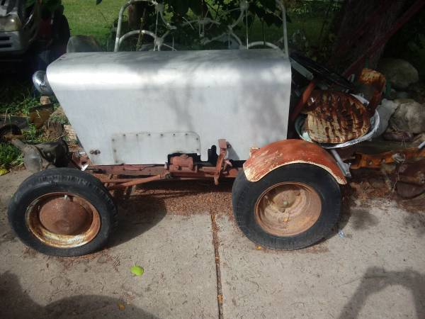 Photo Older home made renault rear engine doodle bug rodeo clown tractor - $400 (Olivet)