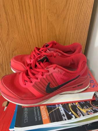 Photo Red Nike fuel fusion shoes (girl) - $40 (Battle Creek)