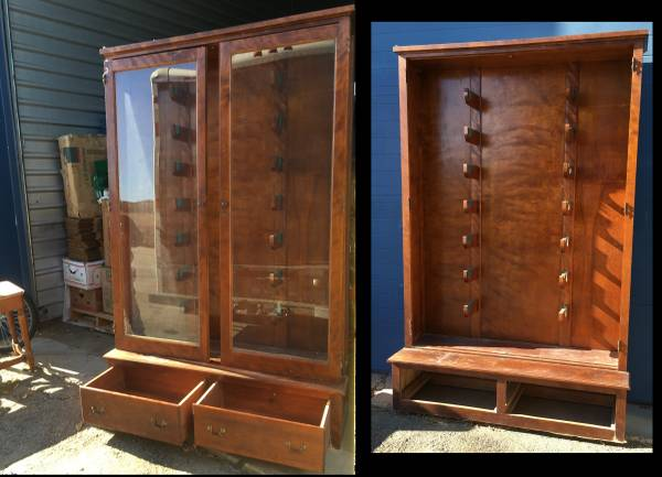 Photo Rifle Display Cabinet Maple 1940s Glass Doors gun - $195 (Old Town)
