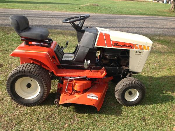 Photo Simplicity 5216 Hydrostatic lawn tractor mower some trades - $400 (Bellevue)