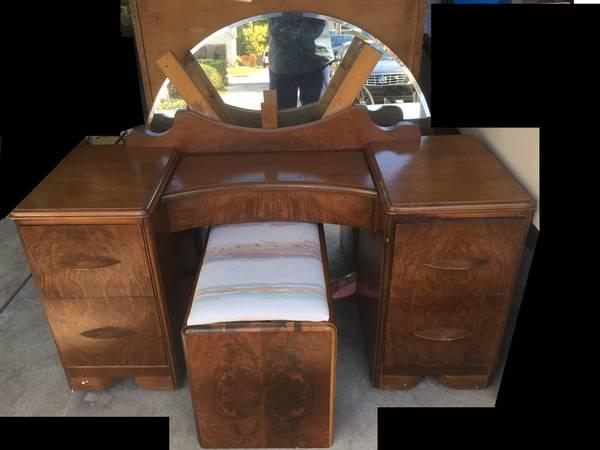Photo USA Vanity w Mirror Oak Dresser Excellent Cherry Table Mahagony - $345 (Old Town)