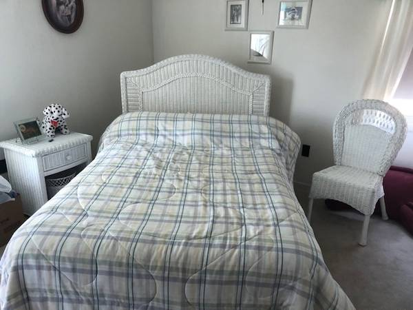 Photo WICKER BEDROOM SET - $425 (COLDWATER)