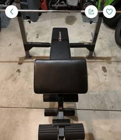 Photo Weider Pro weight bench - $100 (Fowlerville)