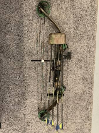 Photo Youth bow - $150 (Coloma)