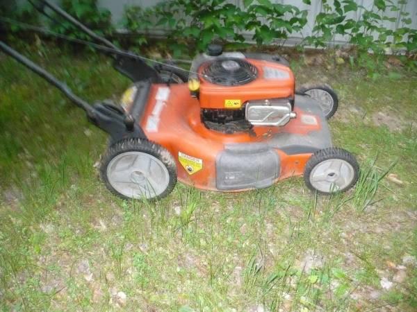 Photo husqvarna lawn mower - $135 (east leroy)
