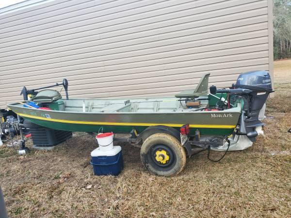 Photo 14 ft flat bottom, 20 hp Yamaha - $4,000 (Buna, texas)