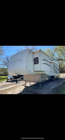 Photo 2005 Mobile suite fifth wheel 3 slides 39ft fully self-contained washe - $13,500 (Baytown)