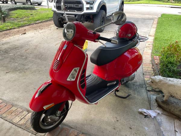 Photo 2010 Vespa GTS Super 300 IE. Low Miles - $4,800 (The Heights)