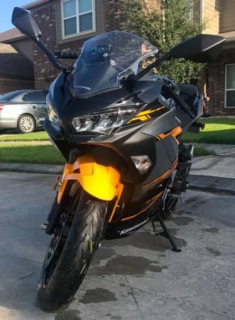Photo 2018 Kawasaki Ninja 400 - $4,900 (Houston)