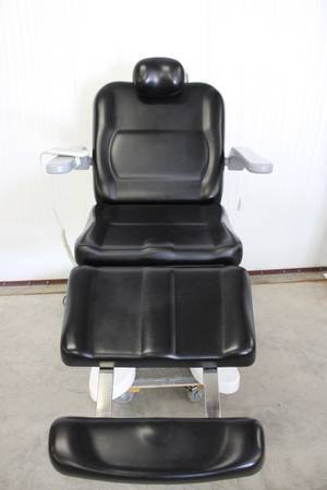 Photo (2) Ezcytec Fully Automated Cosmetic Chair in Black and in White (Tyler)