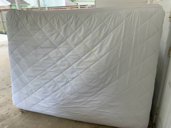 Photo FULL-SIZE MATTRESS FOR SALE - GOOD CONDITION. $100 - $100 (BEAUMONT)