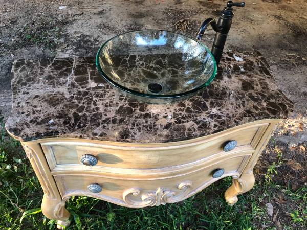 Photo Glass vessel sink with faucet and vanity - $100 (Kirbyville)
