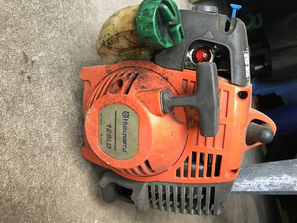 Photo HUSQVARNA WEED EATER  HEDGE TRIMMER ATTACHMENT - $40 (beaumont)