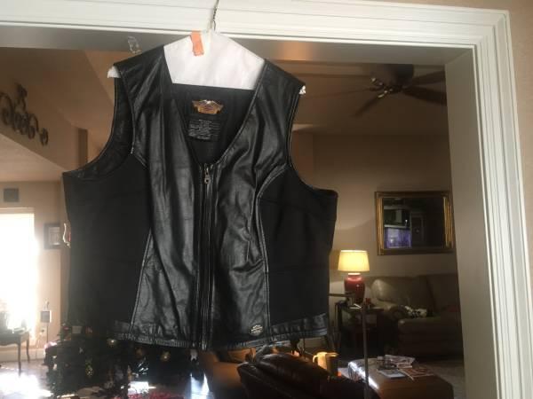 Photo Harley Davidson vest - $25 (bridge city)