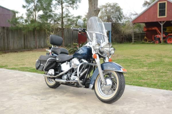 Photo Harley Heritage 2001 - $3,500 (bridge city)
