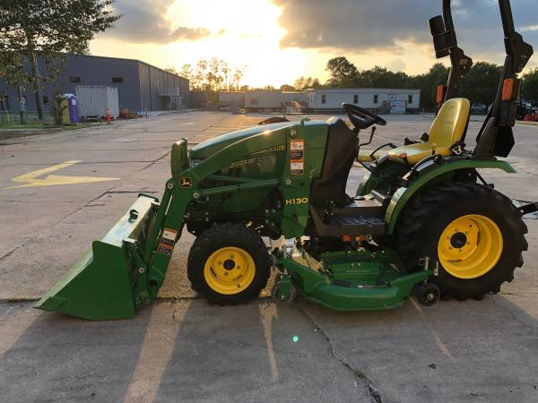 Photo John Deere 2025R Tractor 25HP 4WD Front Loader HST Belly Mower 36Hr - $16900 (Baton Rouge)