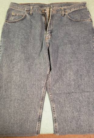 Photo Mens new Wrangler jeans-36x32 - $15 (beaumont)