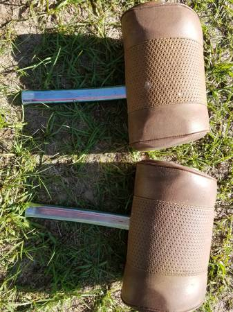 Photo Mercedes 450 SL 1974 pair of head rests - $50 (Conroe)