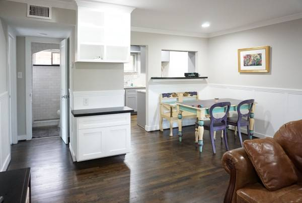 Photo Mid-Century Modern  2 bed  hardwoods  central air  move in ready (Galleria  Highland Village (Inside Loop))