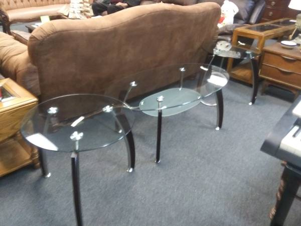 Photo Nice round glass 3 piece coffee and end table set - $395 (West houston)