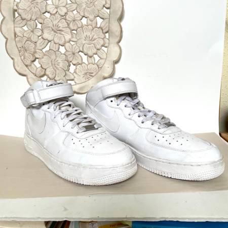 Photo Nike White Air Force 1 Size 10.5 - $45 (West University)