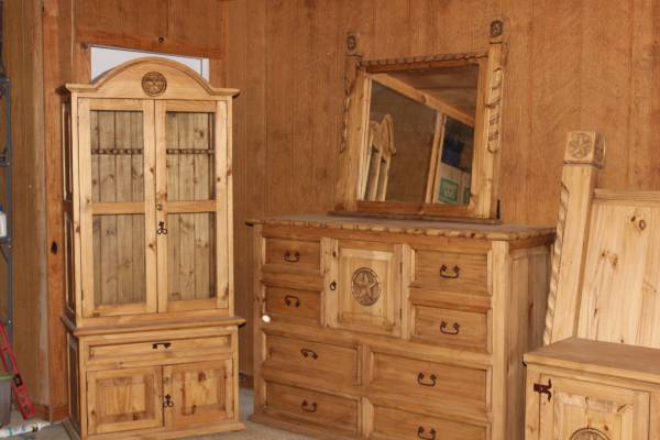 Photo Rustic, Texas Star Bedroom Furniture - $1800
