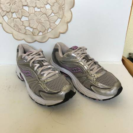 Photo Saucony Oasis Womens Running Shoes Size 8 - $25 (West University)