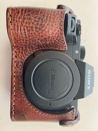 Photo Sony Alpha A7R II 42.4 MP with Angello Pelle case - $1,000 (Cinco Ranch)