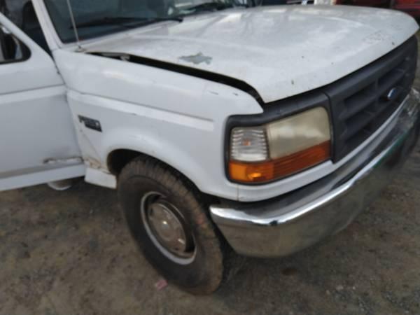 Photo 1997 Ford F250 Reg LB 5.8L AT E40D wreck for parts.. - $50 (Emerson)