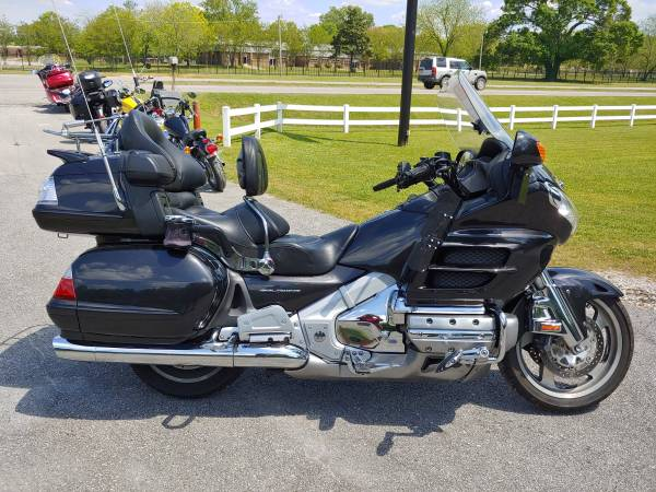 Photo 2010 Honda Goldwing GL1800 only 72k miles - $9,000 (Decatur)