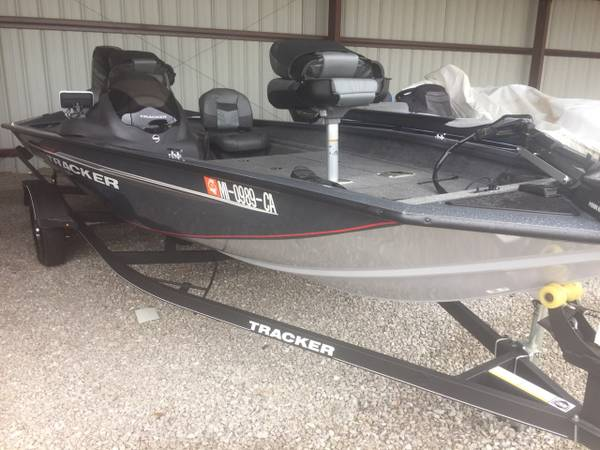 Photo 2019 BASS TRACKER PRO TEAM 175 LOW HOURS - $18,999 (NORTH)