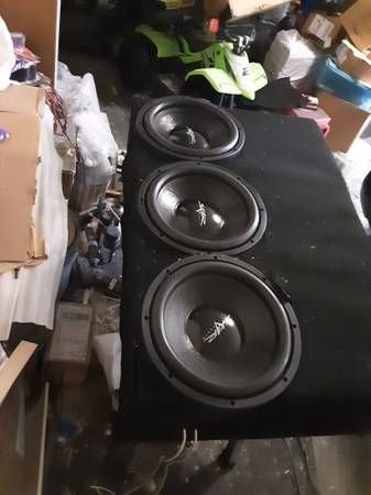 Photo 3 Skar audio IX12s D4 subwoofer in spl competition ported box - $260 (Moody)