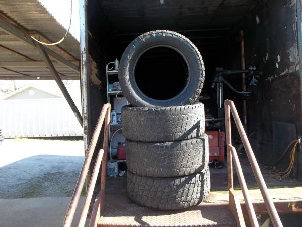 Photo (4)30555r20 nitto terragrapplers USED - $100 (Birmingham)