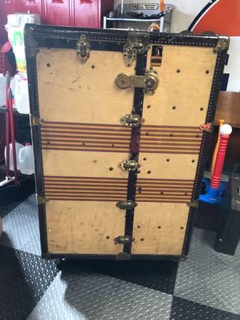 Photo Antique steamer trunk wardrobe - $300 (Trussville)