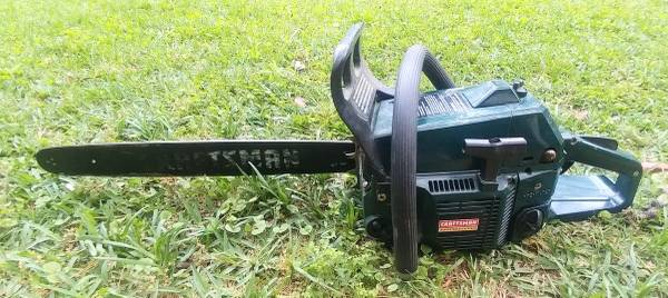 Photo Craftsman pro 2 cycle gas chain saw with 20 inch bar - $40 (Hoover)